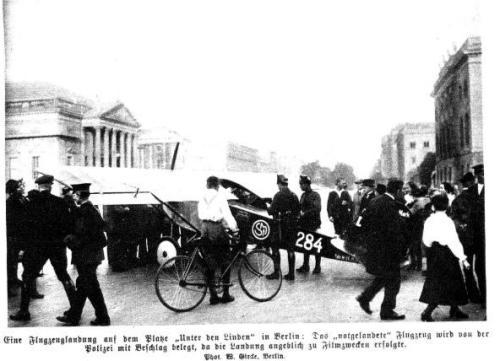 Flugzeuglandung unter den Linden 1923